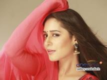 https://kannada.filmibeat.com/img/2015/06/20-1434780344-kushi-in-ring-road-shubha-140489714910.jpg