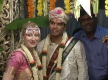 https://kannada.filmibeat.com/img/2015/09/11-1441962264-akshath-weds-emma1.jpg