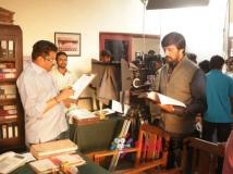http://kannada.filmibeat.com/img/2015/10/13-1444722426-mudinja-ivana-pudi-movie-working-stills-144369114510.jpg