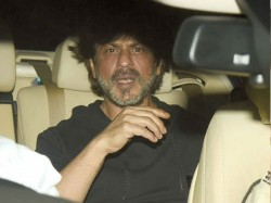 Bollywood Actor Shahrukh Khan S Car Ran Over A Photographer S Leg