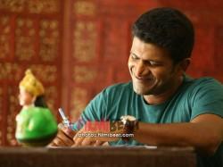 Puneeth Rajkumar Starrer Raajakumara Review By Reader Bhaskar