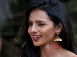 Kannada Actress Shruthi Hariharan Talks About Radio City Cine Awards 2017