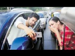 Mumbai Police Tweets Varun Dhawan S Dangerous Selfi