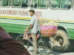 Hrithik Roshan Caught Selling Papads On The Streets Jaipur For Super 30