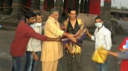 Director Koratala Siva Felicitates Sonu Sood On The Sets Of Acharya